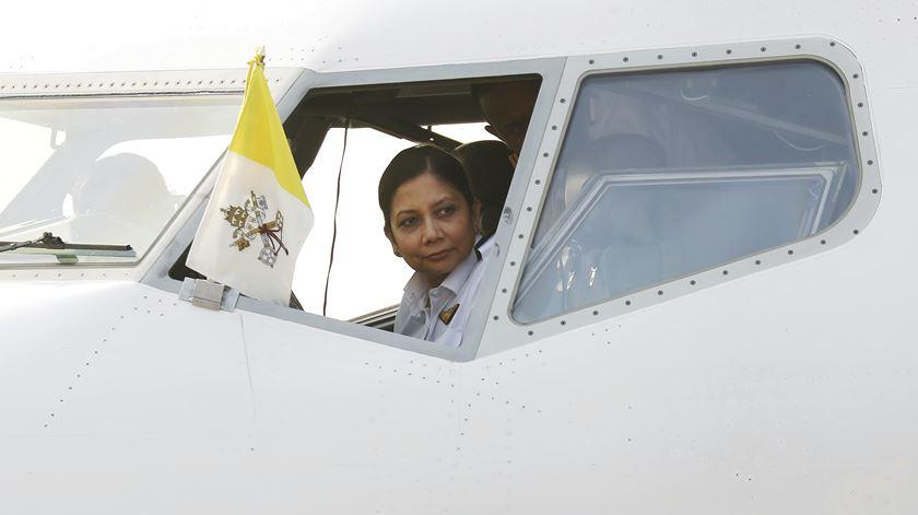 Papa viaja de Yangon, no Myanmar, para Daca, Bangladesh. Foto: Damir Sagolj/REUTERS