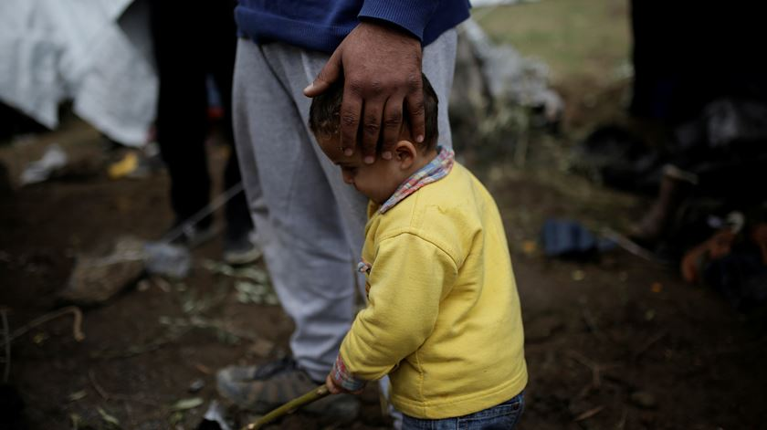 Há crianças a tentar suicidar-se em campo de refugiados na Grécia