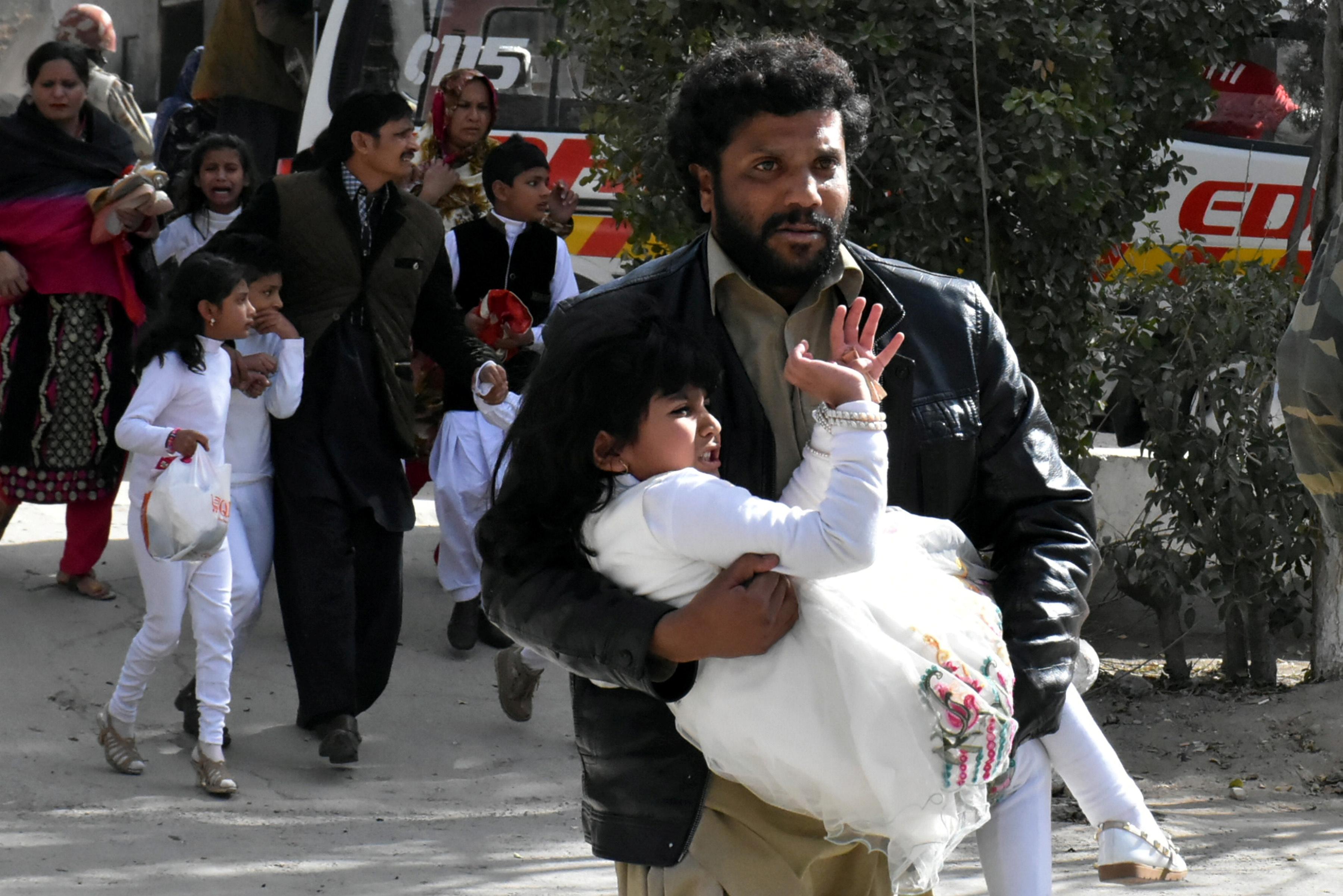 Ataque bombista contra igreja no Paquistão faz nove mortos e 30 feridos