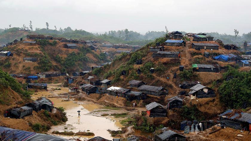 Bangladesh diz que conteve epidemia nos campos de refugiados rohingya