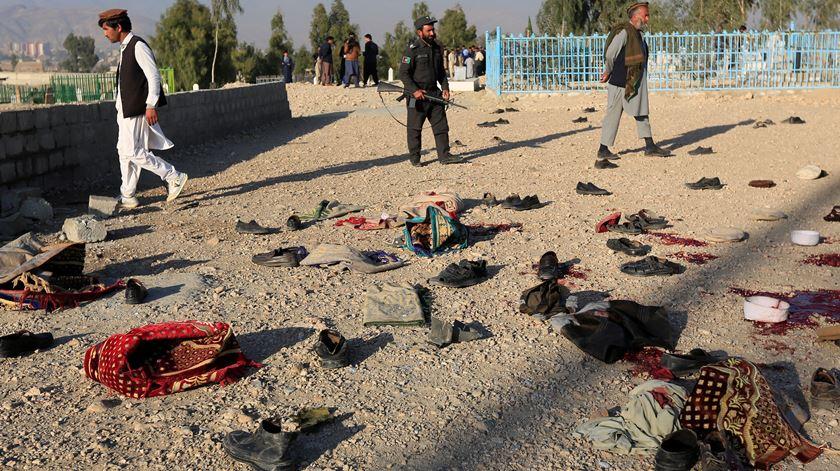 Afeganistão. Ataque suicida num funeral faz pelo menos 15 mortos