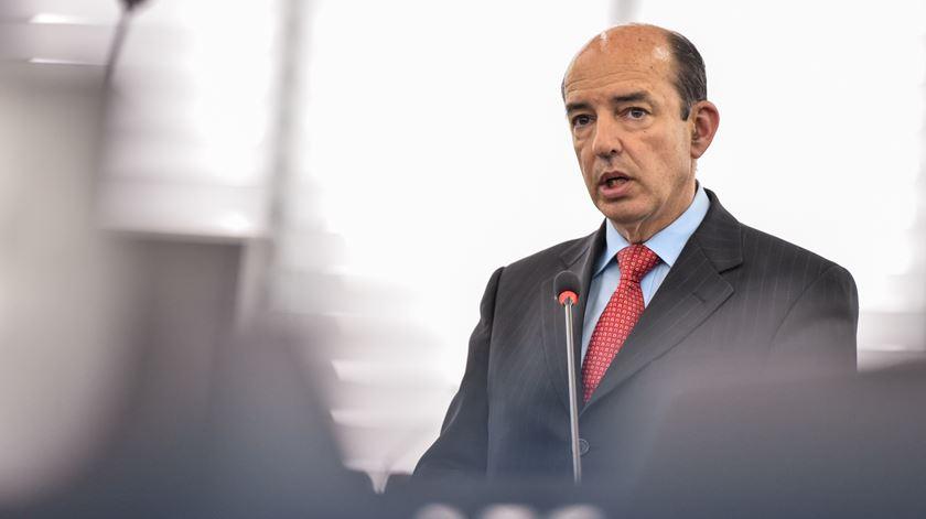 """Schengen está a ser usado """"ilegalmente"""" para """"expiar culpas e ganhar eleições"""", denuncia Carlos Coelho"""