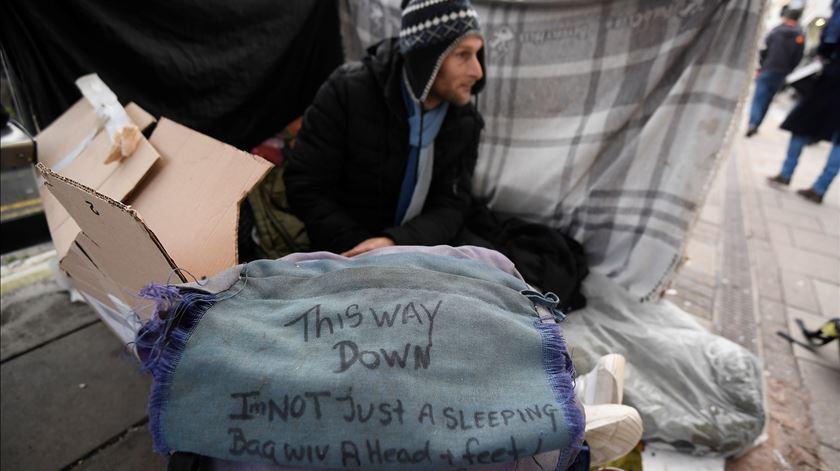 """Governante quer """"epidemia de sem-abrigo e vadiagem"""" erradicada até ao casamento de Harry"""