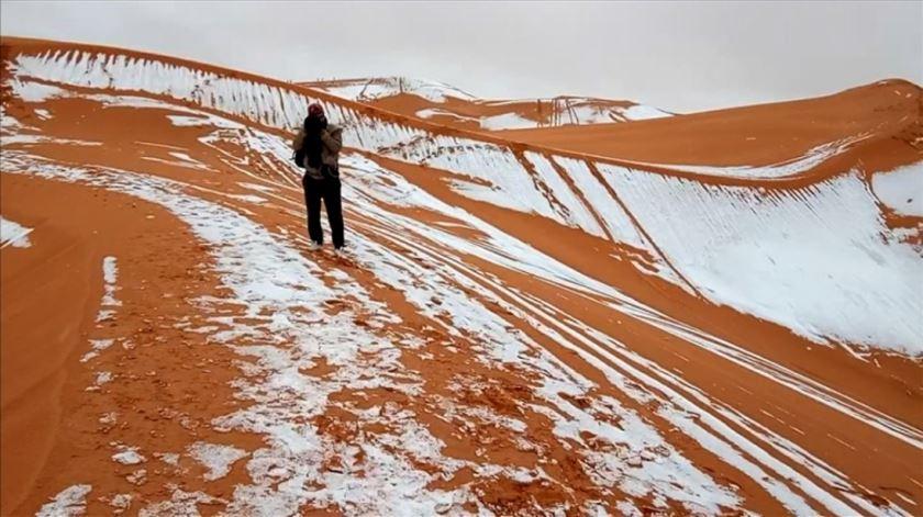 A neve chegou ao deserto do Saara