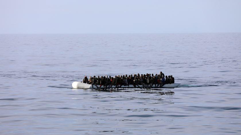 Pelo menos 150 pessoas morreram num naufrágio perto da Líbia