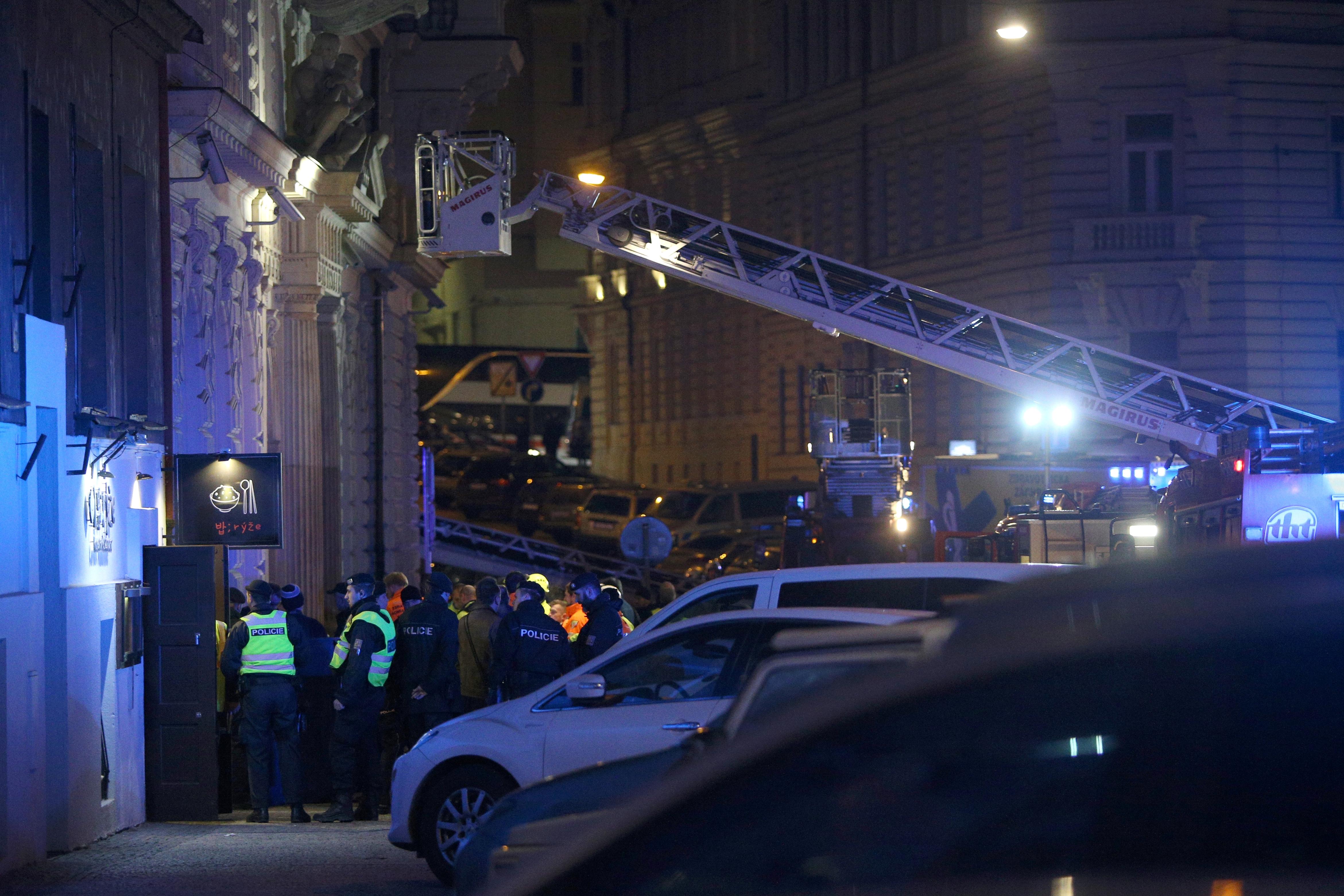 Incêndio em hotel em Praga faz pelo menos dois mortos