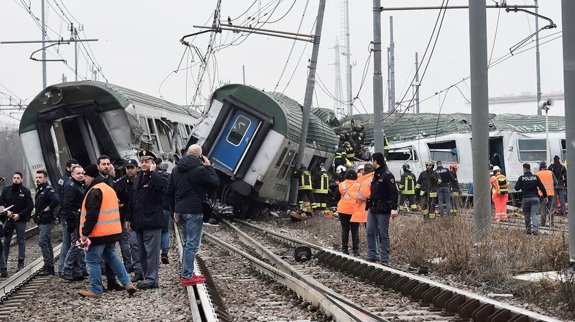 Descarrilamento de comboio em Itália faz três mortos