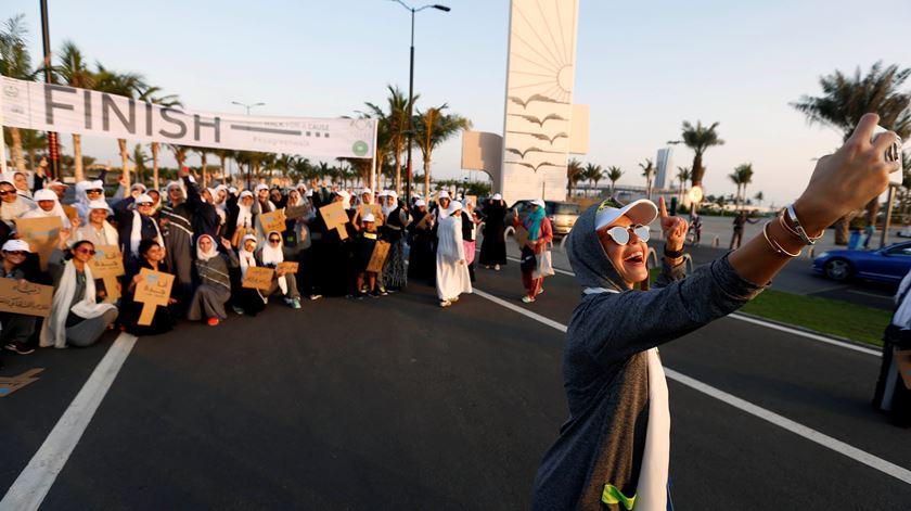 Grupo de mulheres que participou na primeira corrida feminina na Arábia Saudita. Foto: Faisal Al Nasser/Reuters