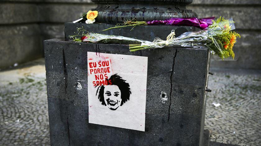 Nascida numa favela e defensora dos direitos humanos, Marielle Franco é assassinada aos 38 anos