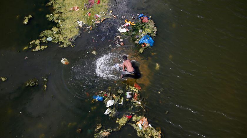 """""""Está a dar-se muito destaque ao plástico, mas a poluição invisível é mais preocupante"""""""
