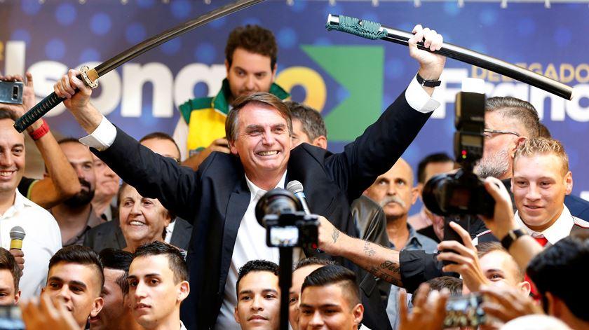 """""""A minoria tem que se curvar à maioria"""". As declarações polémicas de Bolsonaro, o candidato de extrema-direita à presidência do Brasil"""