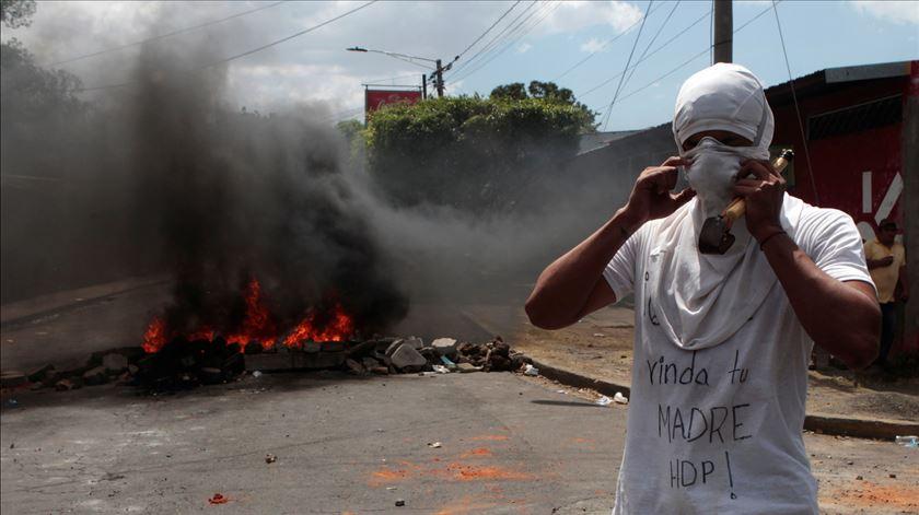 Um jornalista morto em direto, bispos condenam repressão. O que se passa na Nicarágua?