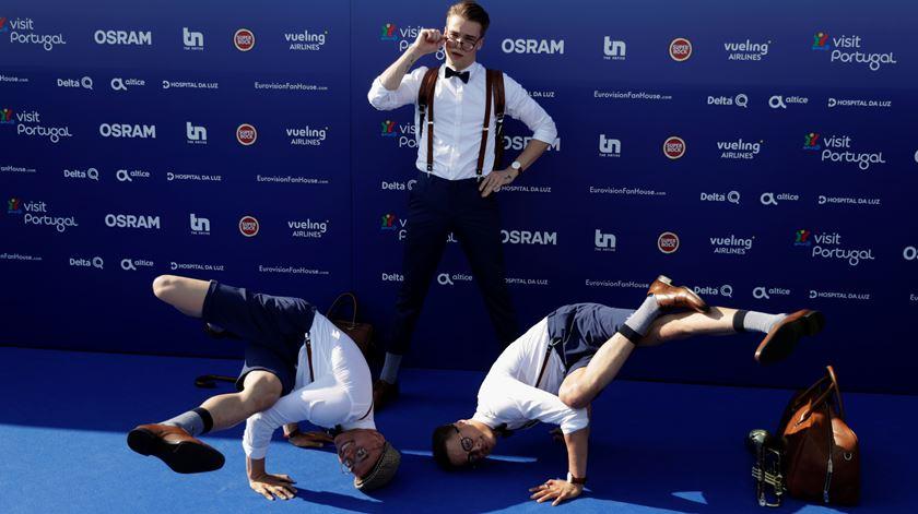 Pinos, danças e muita confiança na passadeira azul da Eurovisão