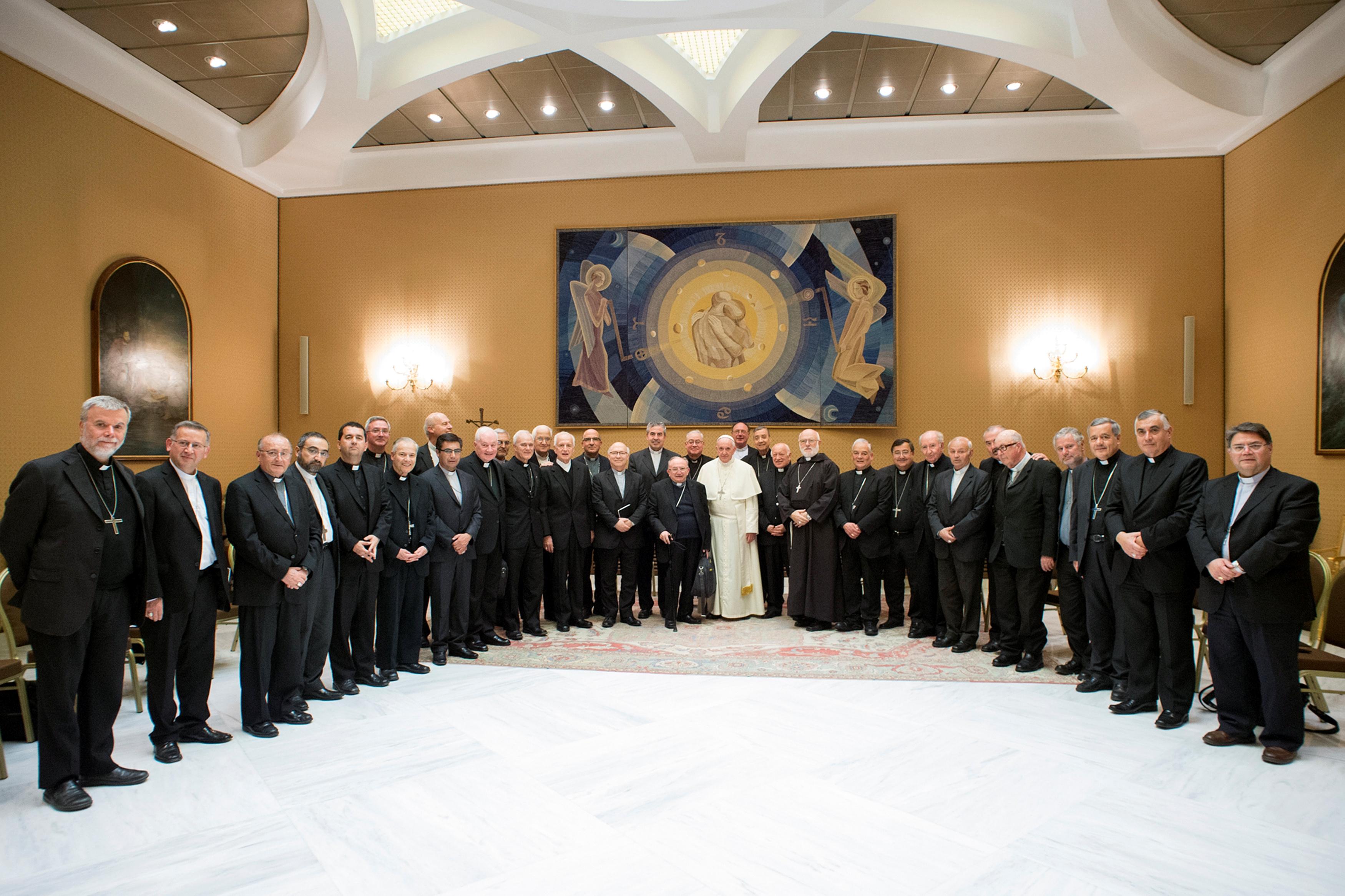 Bispos envolvidos em escândalo sexual apresentam renúncia ao Papa