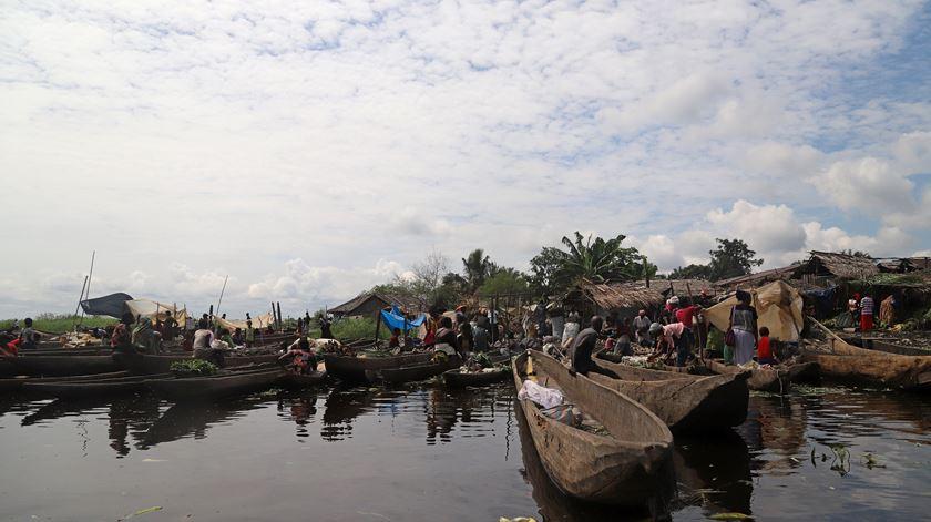 Pelo menos 142 pessoas desaparecidas e 13 mortos em naufrágio no Congo