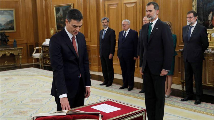 Pedro Sánchez toma posse como primeiro-ministro