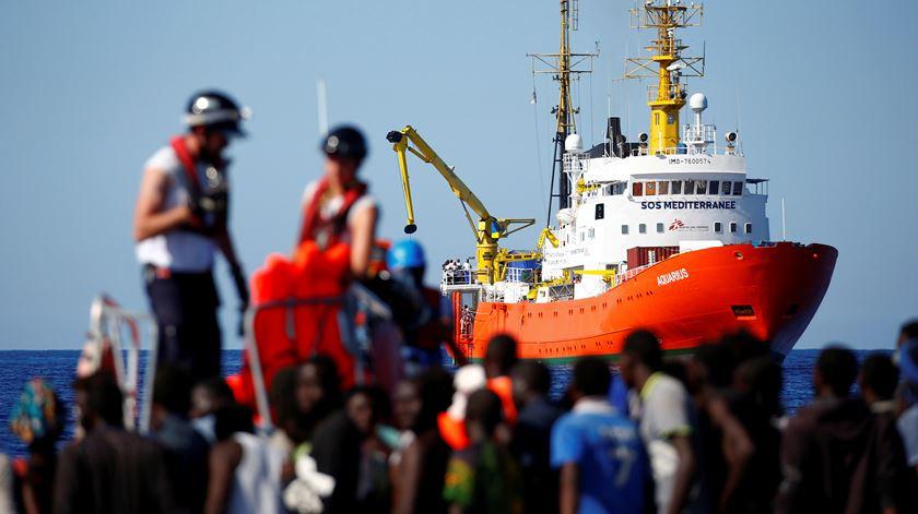 """""""Aquarius"""". 629 pessoas amontoam-se no navio que Itália recusou"""