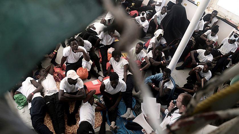 """""""Aquarius"""" está novamente à procura de um porto para desembarcar migrantes"""