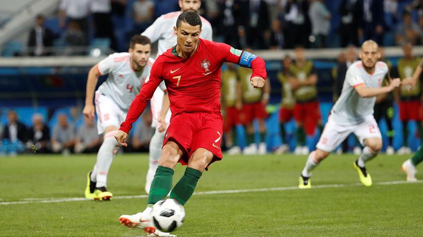 Ronaldo marca aos quatro minutos contra a Espanha