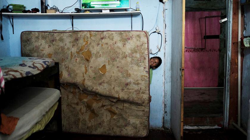 Montijo. Vereador acampa frente à câmara solidário com famílias sem casa