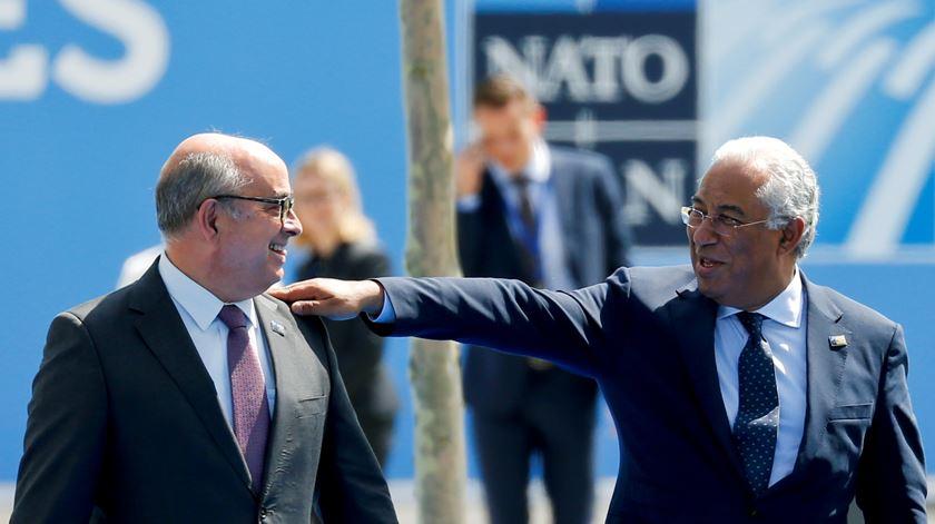 Costa e o ministro da Defesa, Azeredo Lopes, estão em Bruxelas para encontro da aliança. Foto: Darrin Zammit Lupi/Reuters