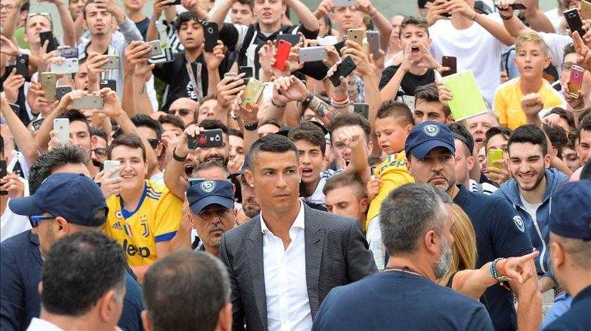 Ronaldo recebido em euforia pelos adeptos da Juventus