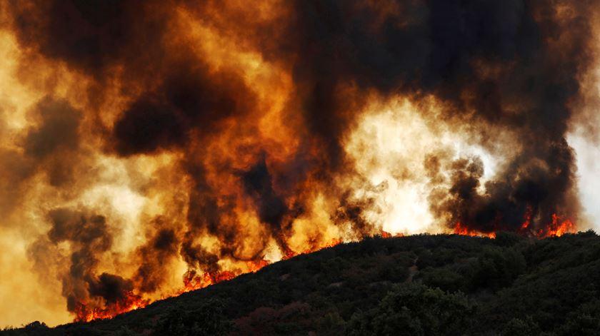 As imagens do incêndio mais grave da história da Califórnia