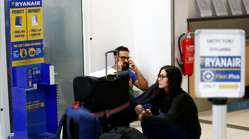 Milhares de passageiros podem ficar sem voo esta sexta-feira.Foto: Fabrizio Bensch/Reuters