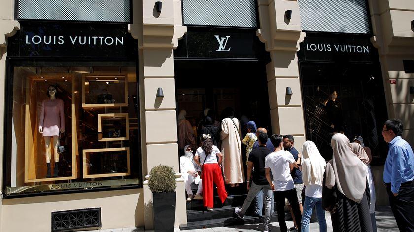 """""""Estamos a comprar tudo"""". Turistas aproveitam desvalorização da moeda na Turquia"""