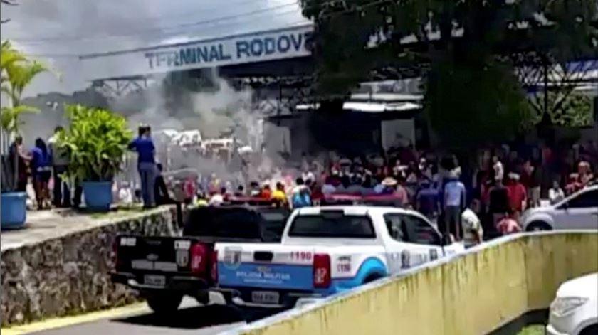 Venezuelanos fogem do Brasil após confrontos em Roraima