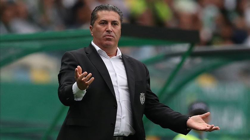 Peseiro mostra-se muito crítico para com o árbitro da partida. Foto: Peter Cziborra/Reuters