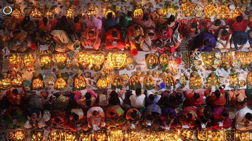 Onze pessoas morrem em templo hindu depois de comerem refeição