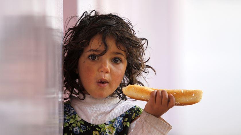 Criança malnutrida no Iémen. Foto: Mohamed al-Sayaghi/Reuters