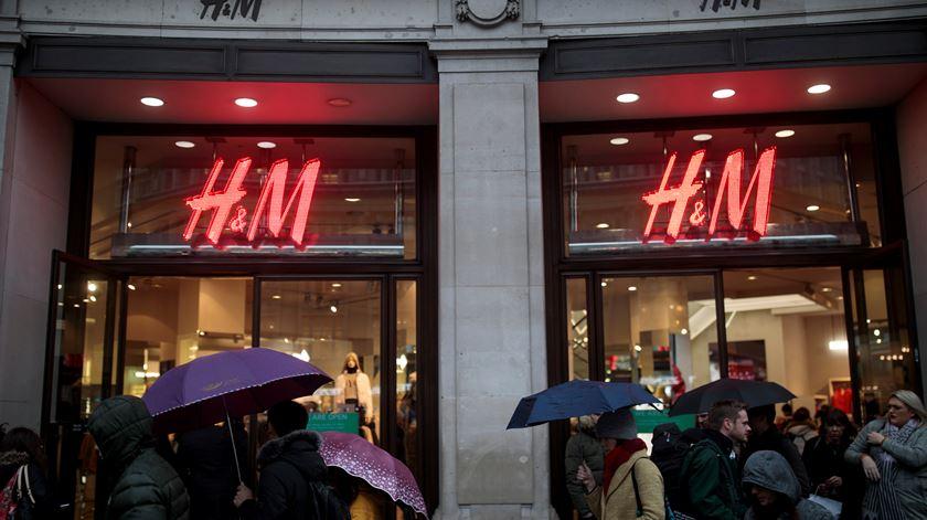 H&M suspende importação de couro brasileiro devido aos incêndios na Amazónia