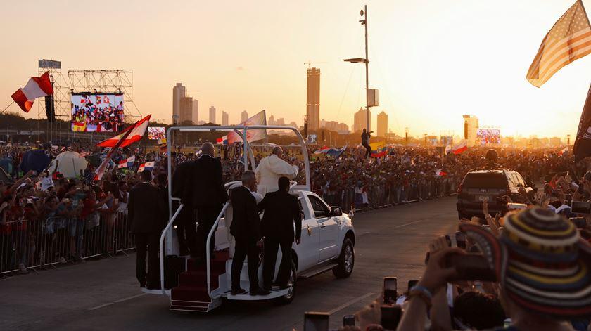 Muitas crianças, uma Via Sacra de bolso e uma palavra aos portugueses. Papa faz balanço da JMJ no Panamá