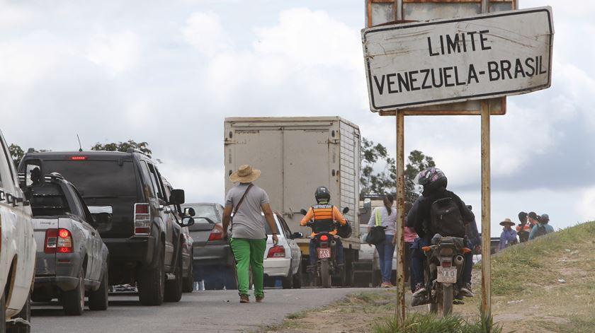 Corrida contra o tempo nas fronteiras da Venezuela