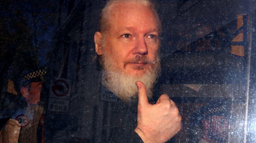 """Julian Assange """"pode morrer na prisão"""", dizem mais de 60 médicos"""