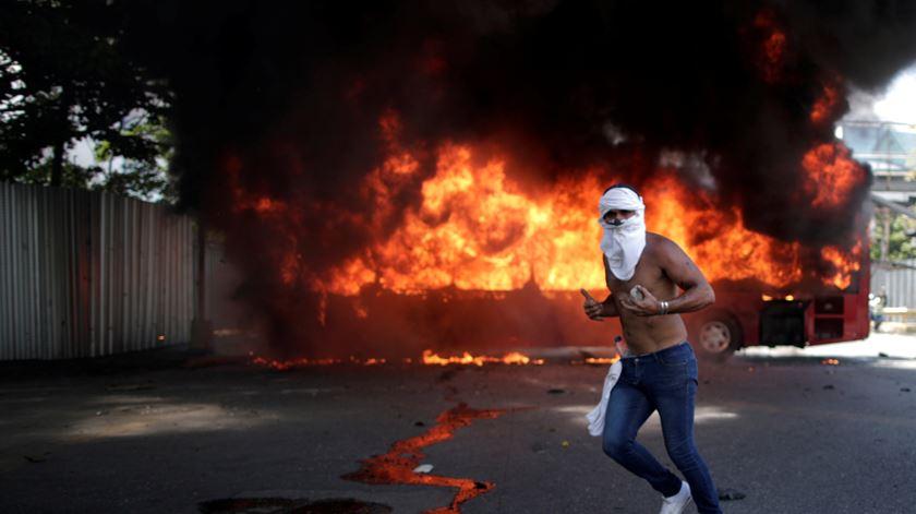 """Guaidó avança com """"Operação Liberdade"""". Governo nega golpe de Estado"""