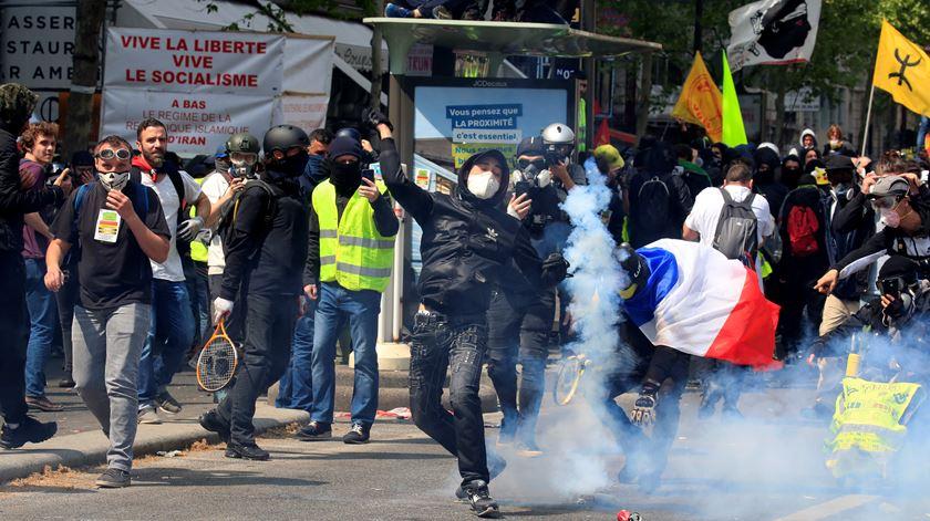"""""""Coletes Amarelos"""" celebram primeiro aniversário com manifestação nas ruas de Paris"""