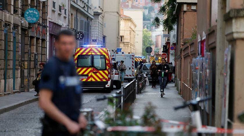 """Explosão em Lyon faz pelo menos 13 feridos. """"Um atentado"""", diz Macron"""