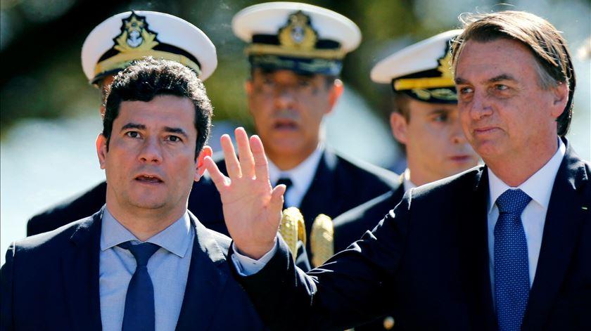 Sergio Moro condecorado por Jair Bolsonaro. Foto: Adriano Machado/Reuters