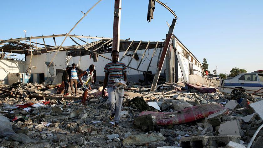 ONU considera ataque a centro de migrantes na Líbia um crime de guerra
