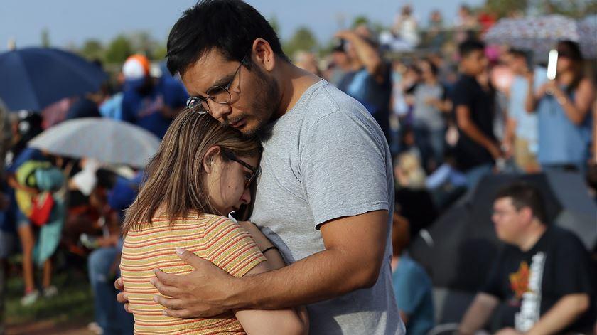 """Tiroteios nos EUA. Vítima descreve atirador como """"pessoa mais calma de sempre"""""""