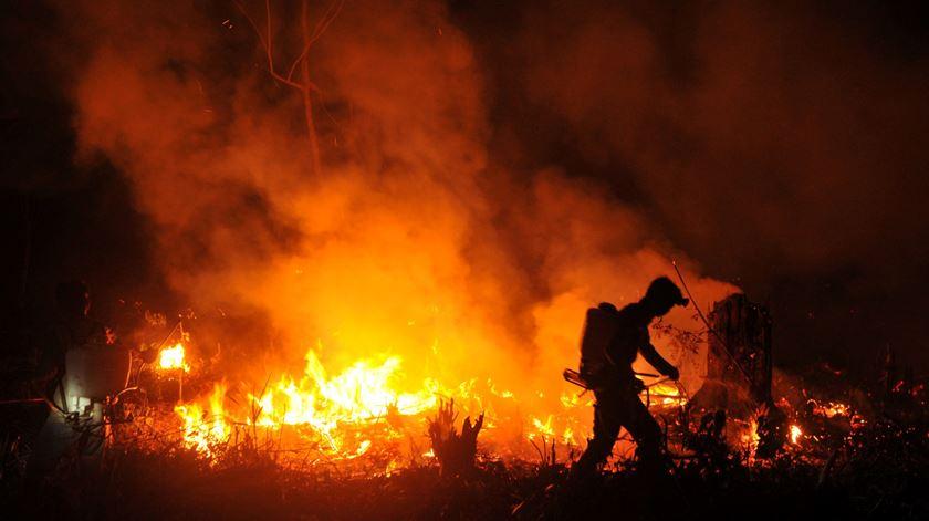 Incêndio na região de Musi Banyuasin, na Indonésia, a 6 de agosto. Foto: Antara Foto Agency/ Reuters