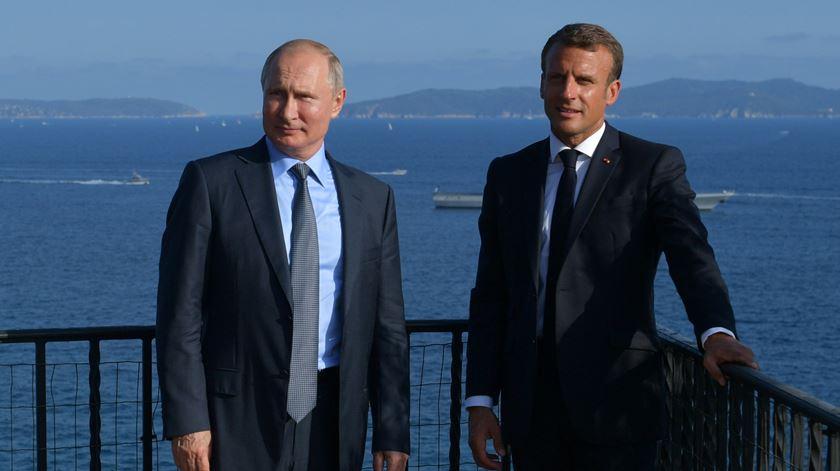Macron avisa Putin: cessar-fogo em Idlib, na Síria, é para ser respeitado