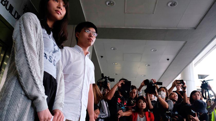 Ativistas libertados prometem continuar luta pela democracia em Hong Kong
