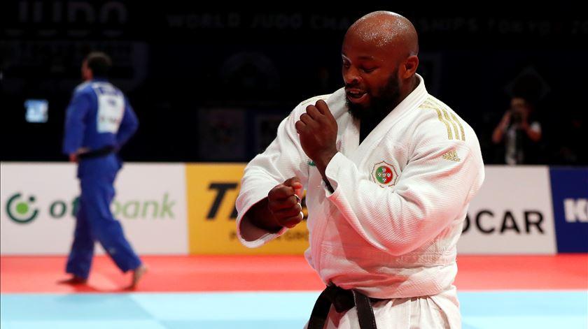 A dança do campeão do mundo de judo Jorge Fonseca