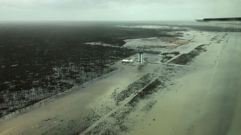 Imagens aéreas revelam destruição nas Bahamas
