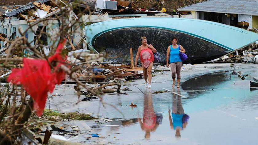 Trump defende restrições à entrada de sobreviventes do furacão Dorian