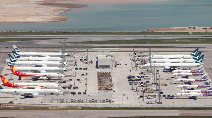 Aviões da Cathay Pacific estacionados no aeroporto internacional de Hong Kong. Foto: Amr Abdallah Dalsh/Reuters